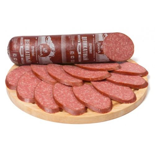 Варено-копченая колбаса сервелат «Деликатный»