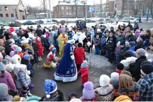 На площади Свято-Георгиевского собора состоялось  торжественное открытие ёлки «ДюбуА»